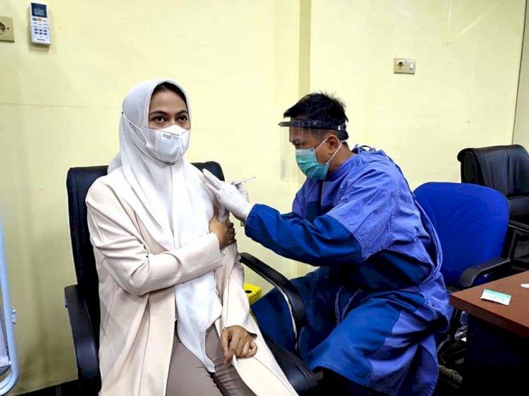 Dosis Kedua, Bupati Laura Terima Suntikan Vaksin Sinovac